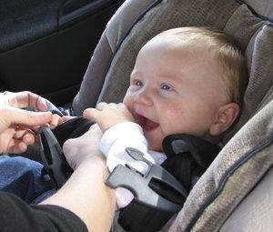 Até que idade devem ir os bebés no sentido oposto ao da marcha?