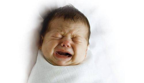 Por que meu bebé faz esforços?