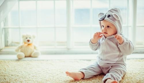 Porque não é bom sentar aos bebés antes do tempo?