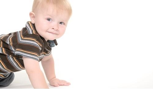 Exercícios de estimulação para bebés de 9 meses