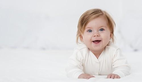 É normal que um bebé se babe?