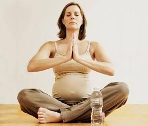 Exercício físico na gravidez, saiba porque é que deve escolher o yoga!