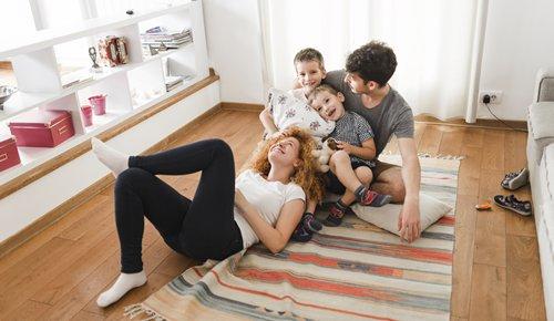 Com que idade podem começar a ver televisão os bebés?
