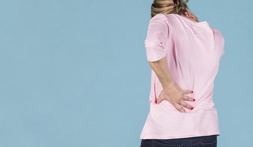 Sintomas e tratamento da espondilose dorsal
