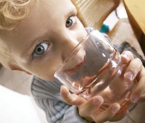Combate la deshidratación en tus niños