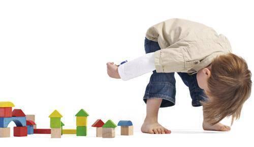 Jogos de rua. ensine a criança a brincar fora de casa!