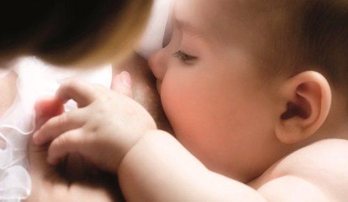 Com que frequência deve comer um bebé de três meses?