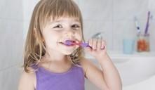 Dicas para cuidar dos dentes das crianças quando viajamos