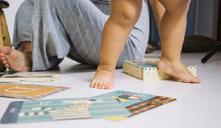 O que fazer se um bebé engole um pedaço de papel ou cartão?