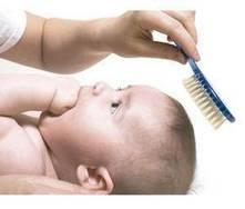 Quando devo cortar o cabelo do bebé pela primeira vez?